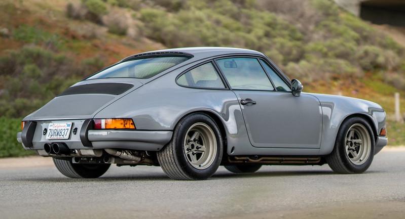 Porsche-911-Restomod-4