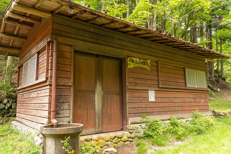 一軒屋避難小屋