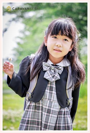 小学校入学記念の写真 女の子 ランドセルを背負って