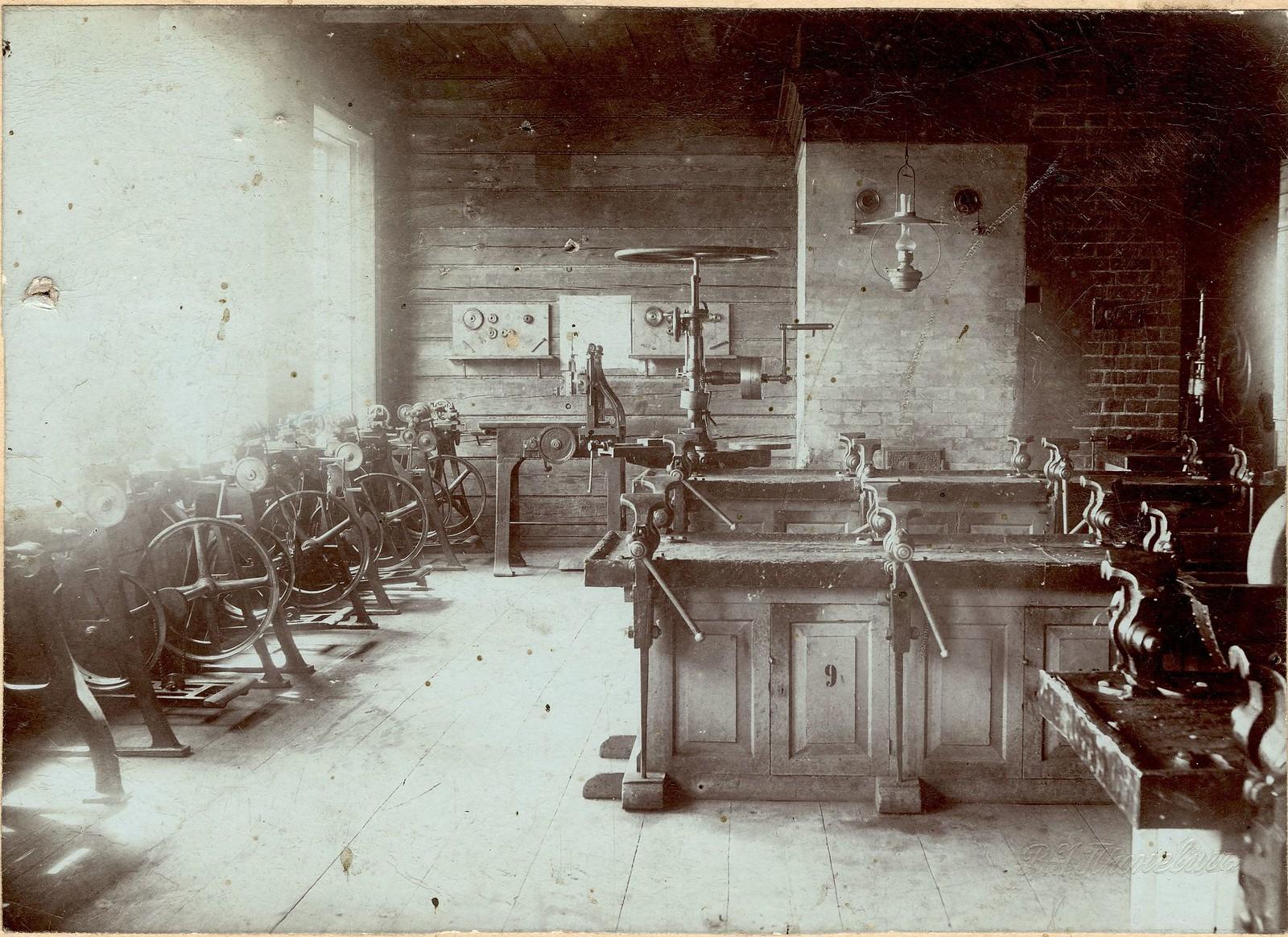 1900. Учебные мастерские Бердской четырехклассной ремесленной школы
