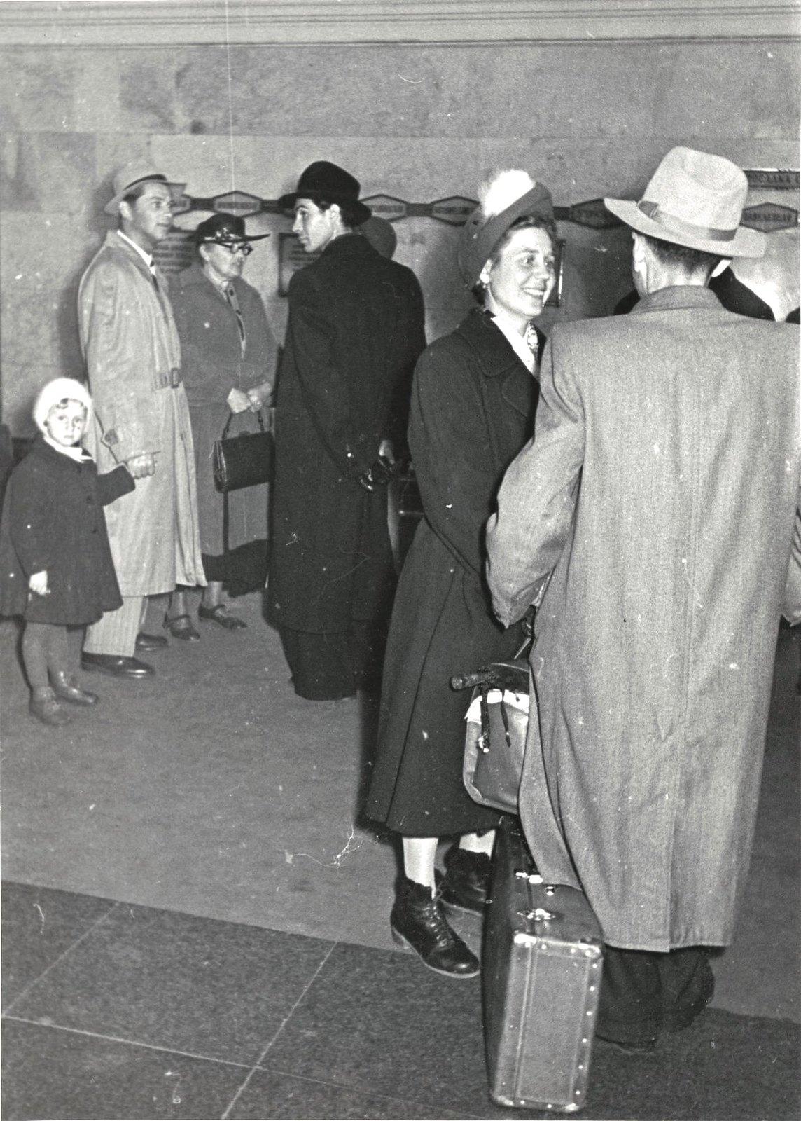 1949. В метро. Встреча