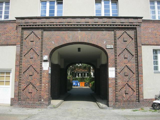 1927/28 Berlin expressionistische Toreinfahrt Wohnanlage Residenzstraße 97-98 von Iwan Heinrich/Stephan von Zamojski in 13409 Reinickendorf