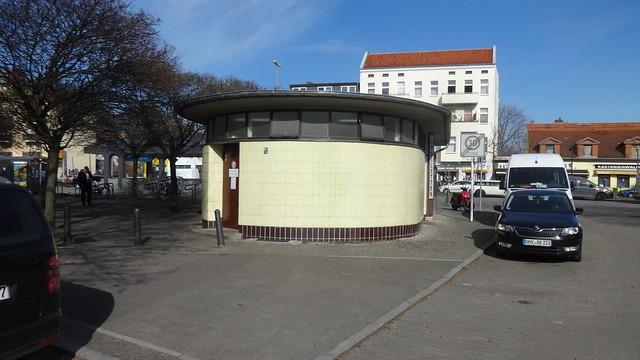 1955/58 Berlin-W. BEWAG-Netzstation mit Kiosk und Toilettenhäuschen Residenzstraße/Am Schäfersee in 13409 Reinickendorf