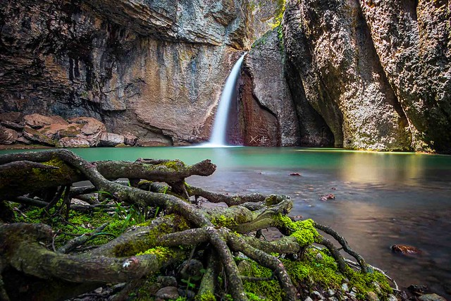 Momin skok waterfall 2040