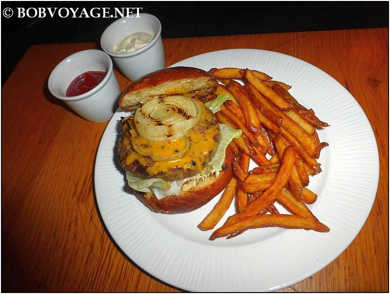 צ'יזבורגר ב- מסעדת פרא (Pereh)