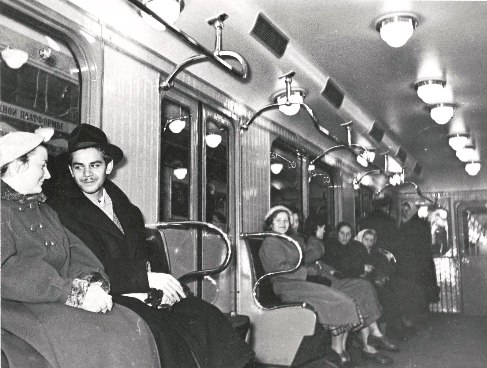 1949. Москва. В метро