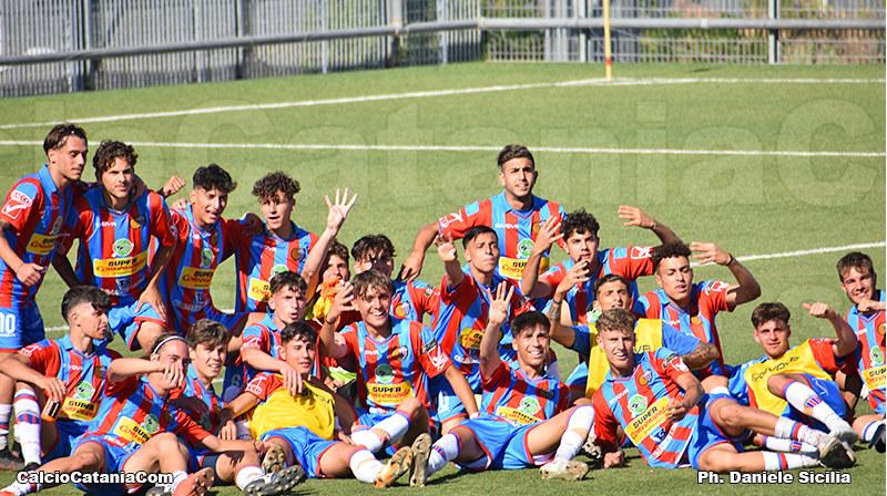 Foto di gruppo dopo la gara dello scorso 22 maggio, terminata con il rotondo risultato di 4-1
