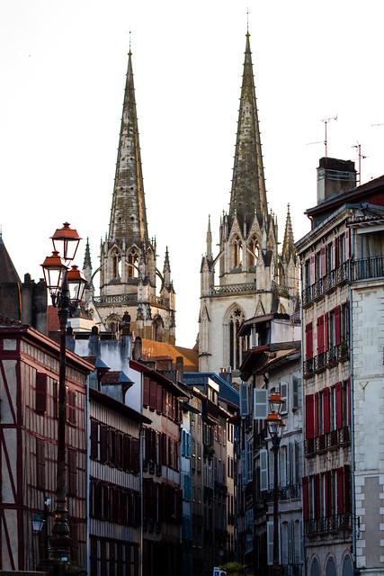 La cathédrale de Bayonne en fin de journée (France)