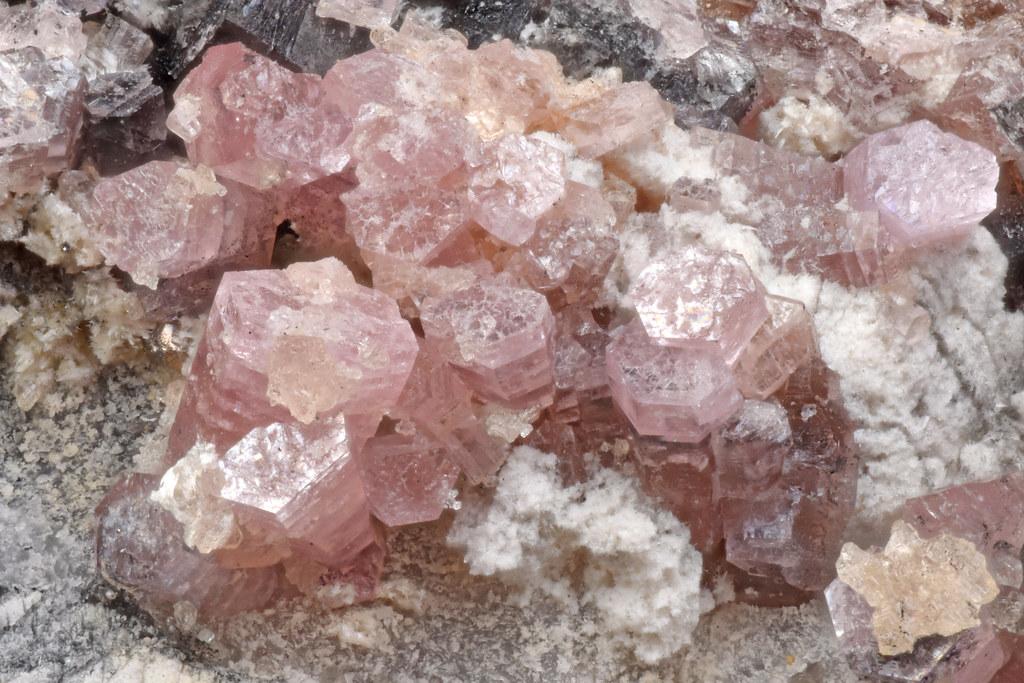マンガンパイロスマル石 / Pyrosmalite-(Mn)