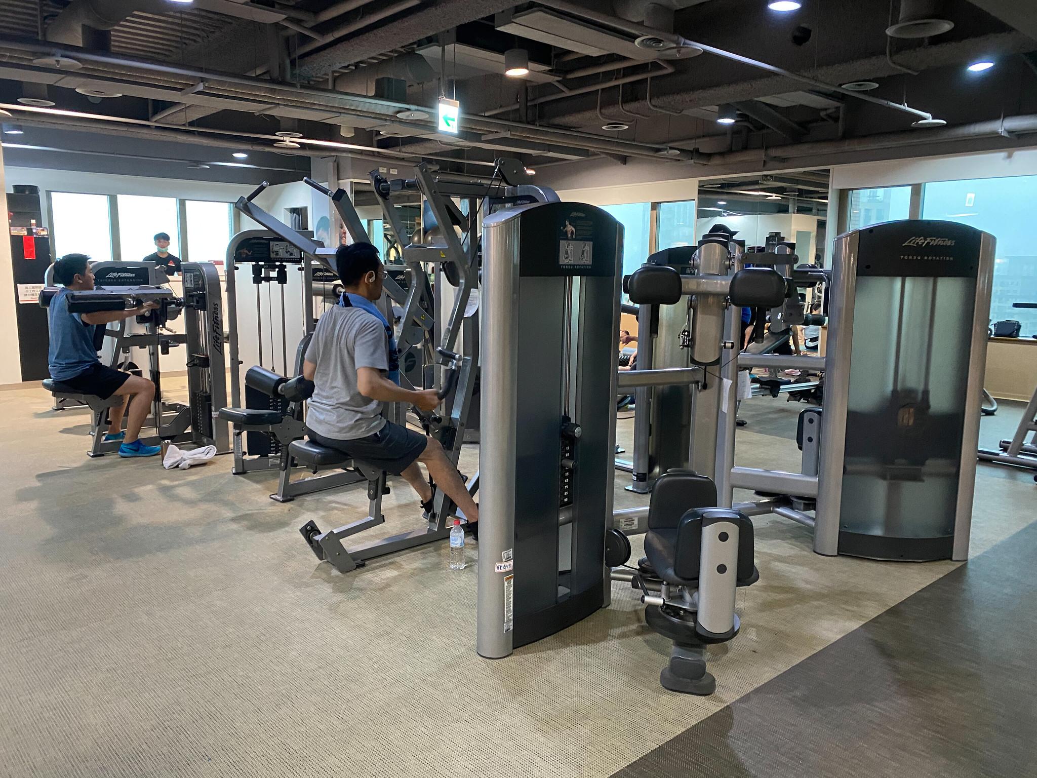 板橋健身房推薦。環球健身中心板橋店體驗分享!空中瑜伽課程+TRX課程心得