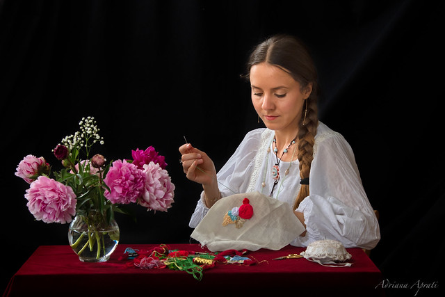 Svetlana ricama, Svetlana is embroidering