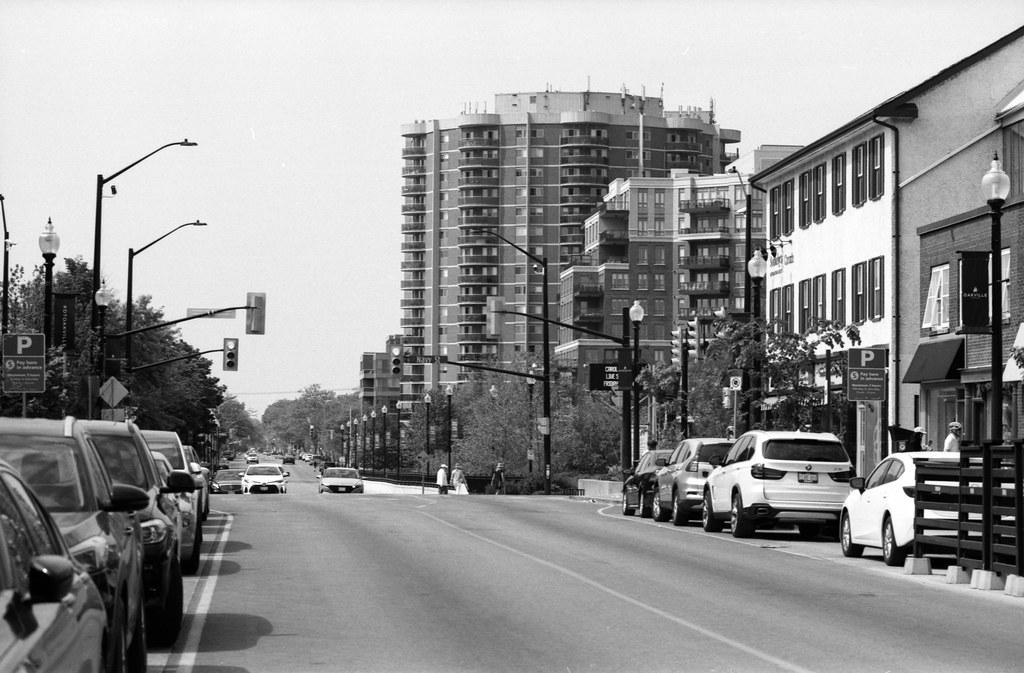 Traffic On Lakeshore Road at Navy