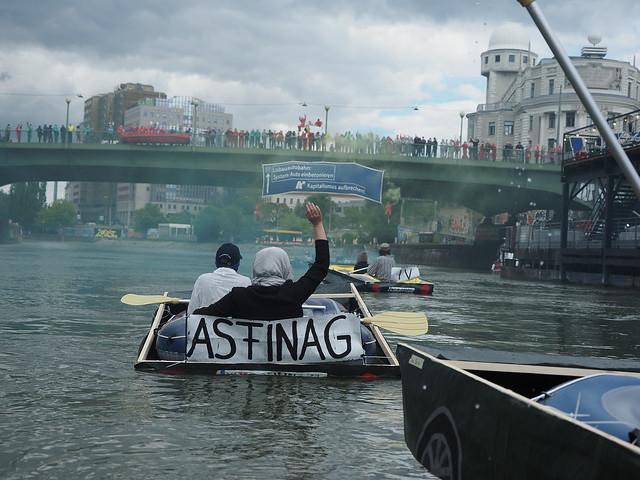 Blockade am Donaukanal gegen Lobau-Autobahn