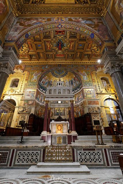 The main altar of Santa Maria in Trastevere