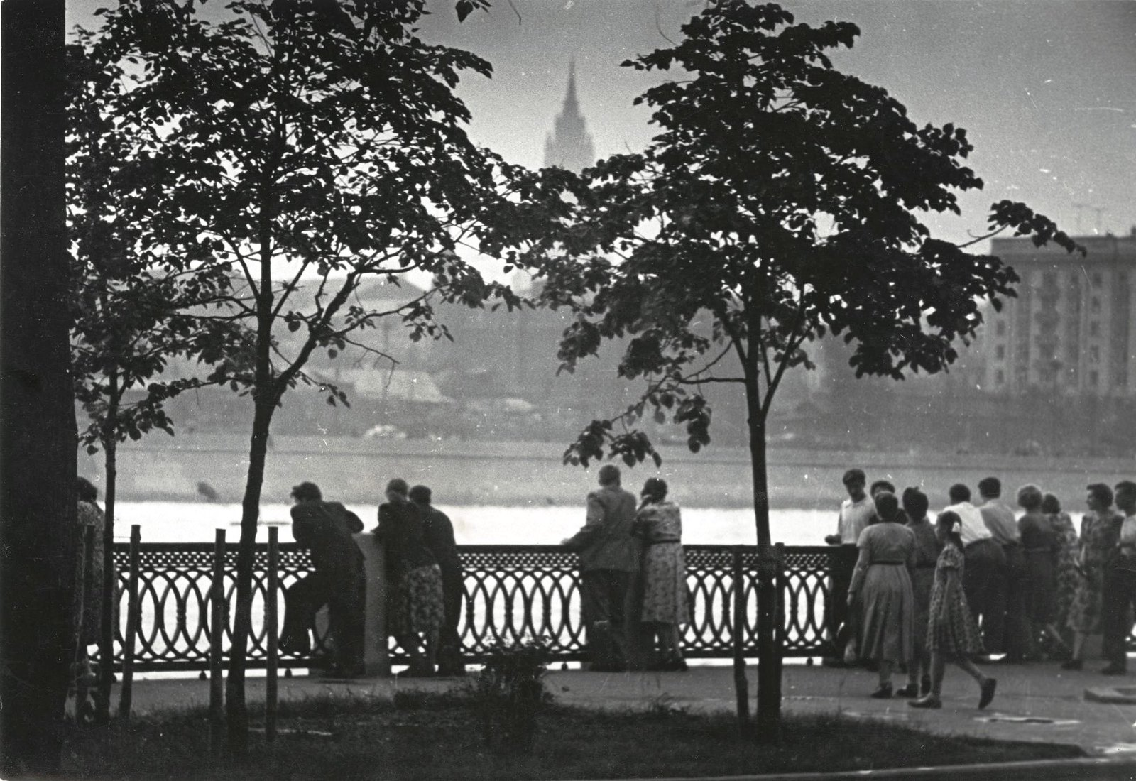 1950. На набережной