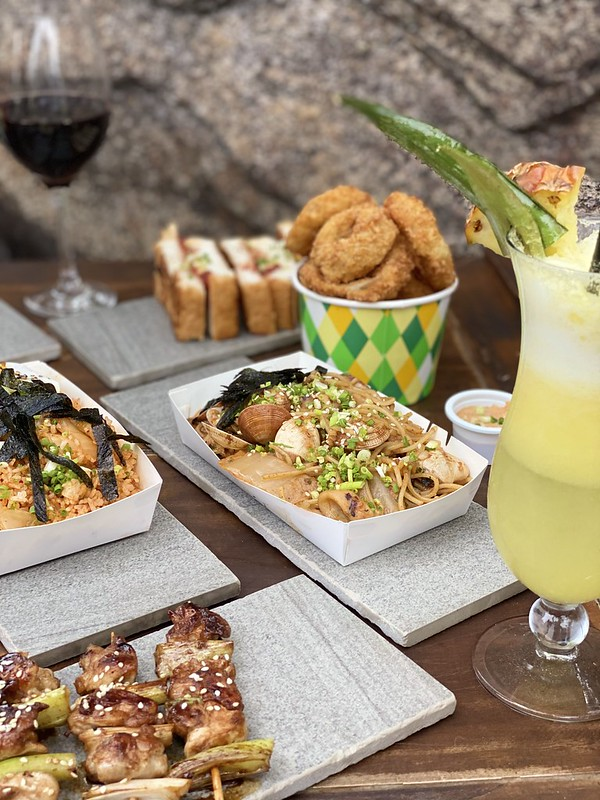 Garden Dining by White Moon Bar