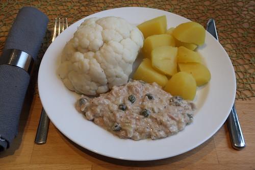 Blumenkohl mit Thunfischsoße und Salzkartoffeln (mein Teller)