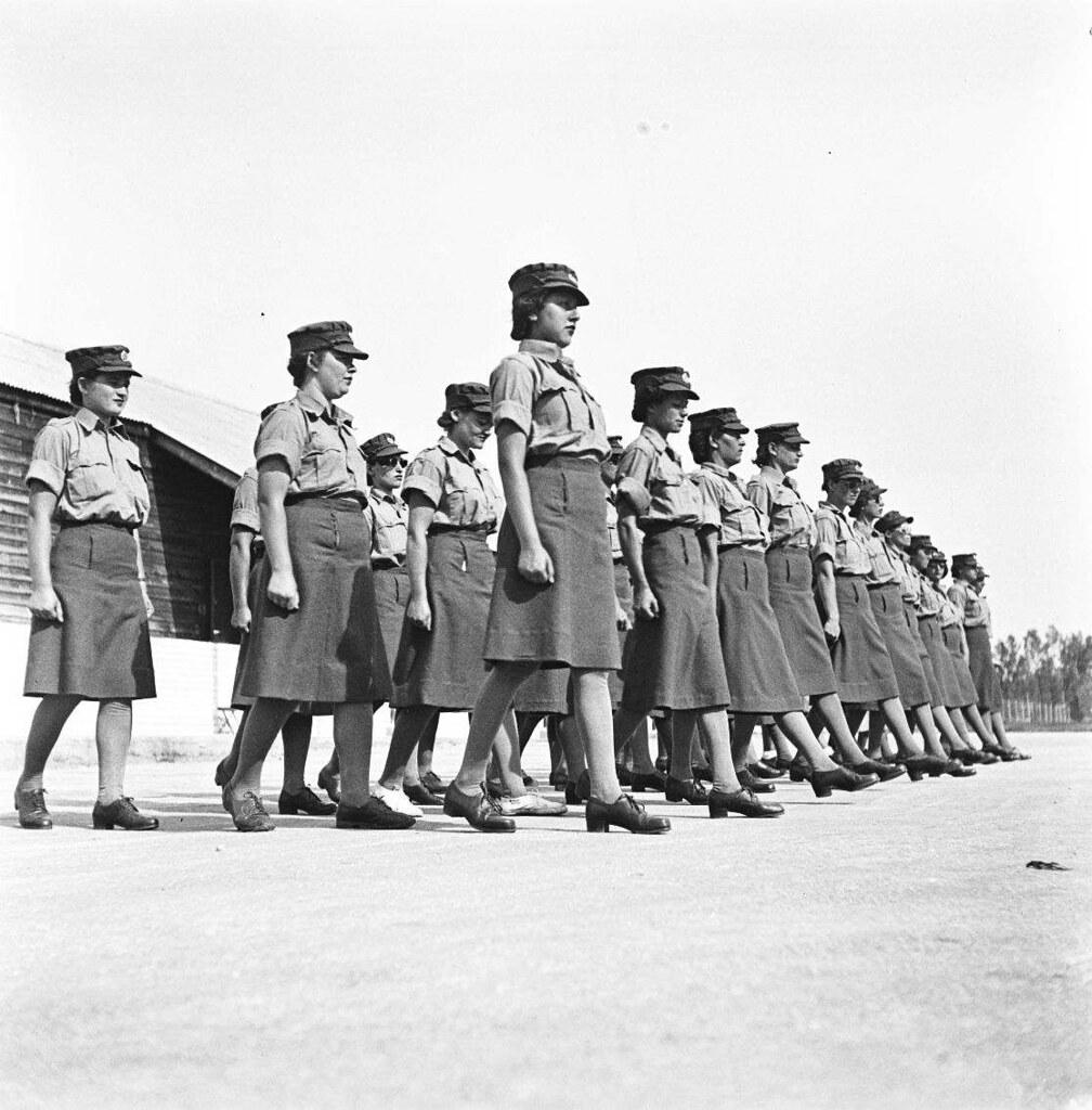 24. 1942. Вспомогательный женский корпус. В лагере1