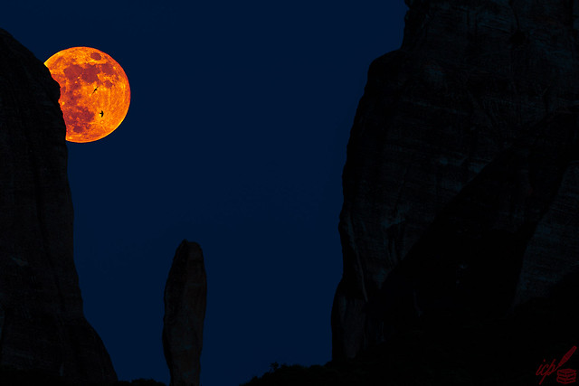 Blood Moon Reminiscent of Constantinople in May 1453
