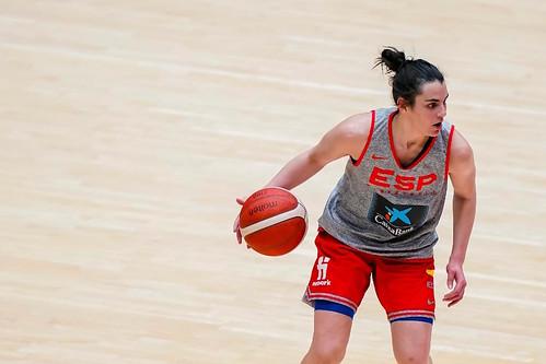 Leticia Romero en una sesión de entrenamiento con la selección española de baloncesto