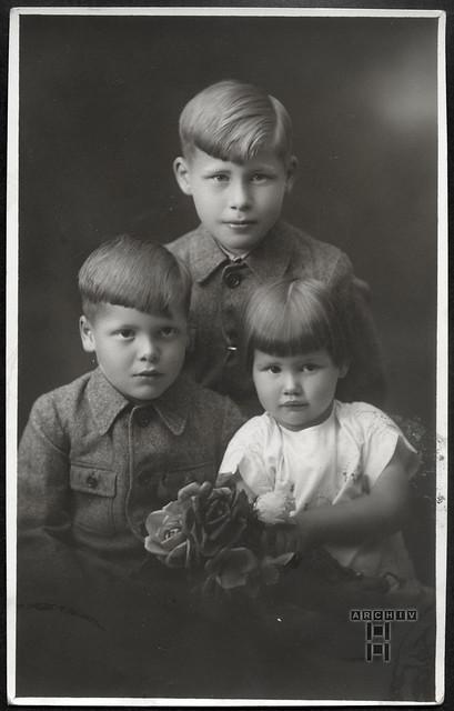 ArchivTappen233A975 Geschwister, Deutschland, 1930er