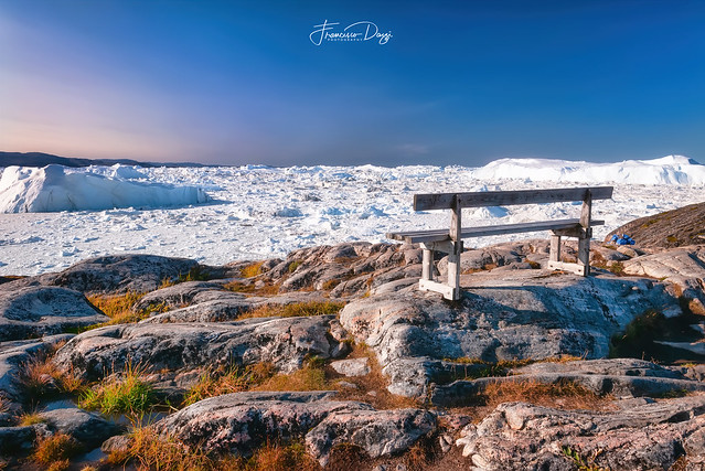 The lonely bench on the hiking trail to Sermermiut