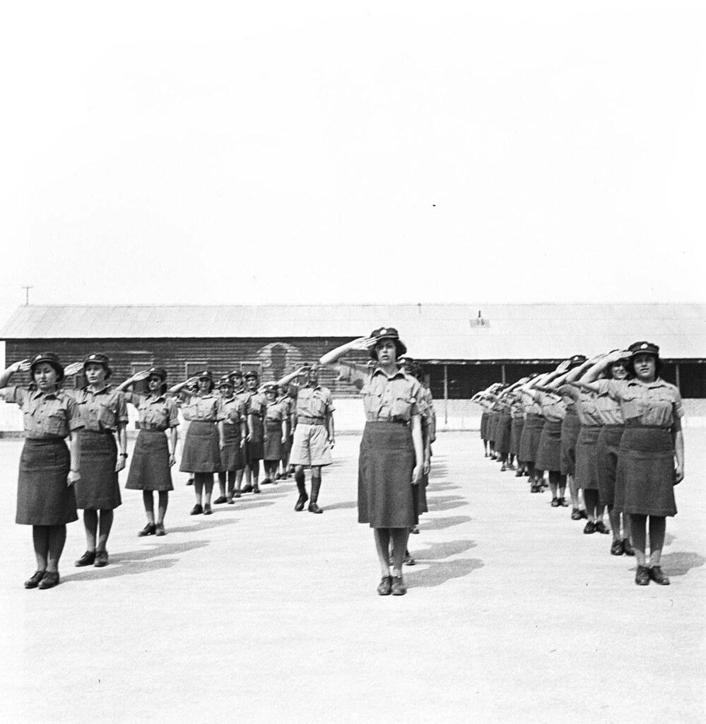 25. 1942. Вспомогательный женский корпус. Построение