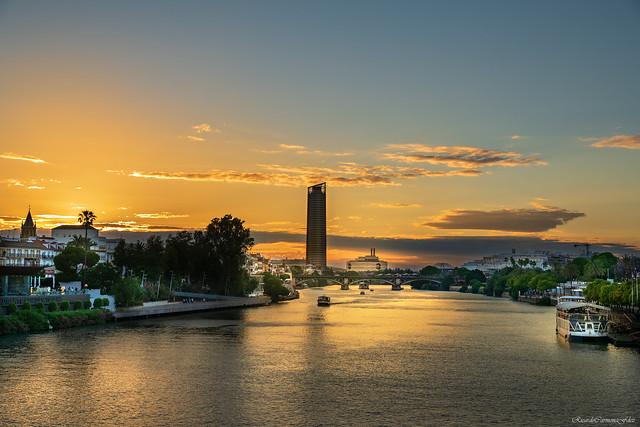 Sunset on the river - Atardecer en el rio