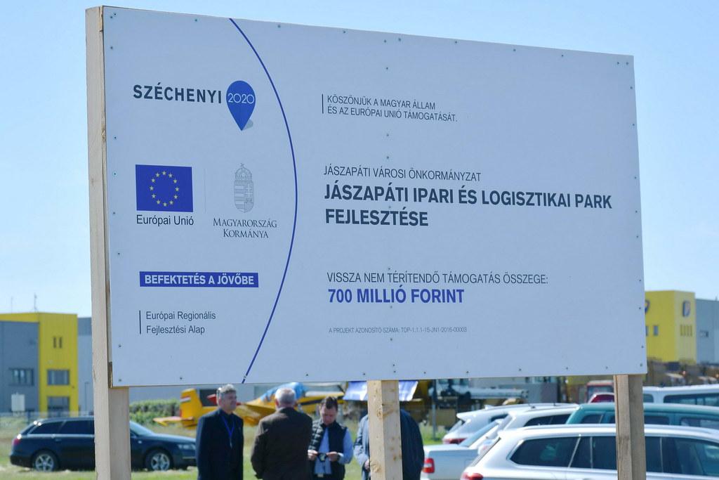 Átadták a 700 millió forintból korszerűsített Jászapáti Ipari és Logisztikai Parkot