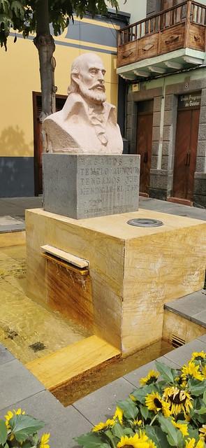 monumento fuente escultura busto del Capitan Esteban Ruiz Quesada Gáldar isla de Gran Canaria