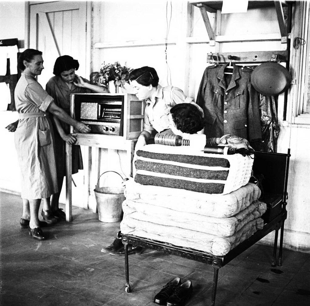 21. 1942. Вспомогательный женский корпус. В казарме