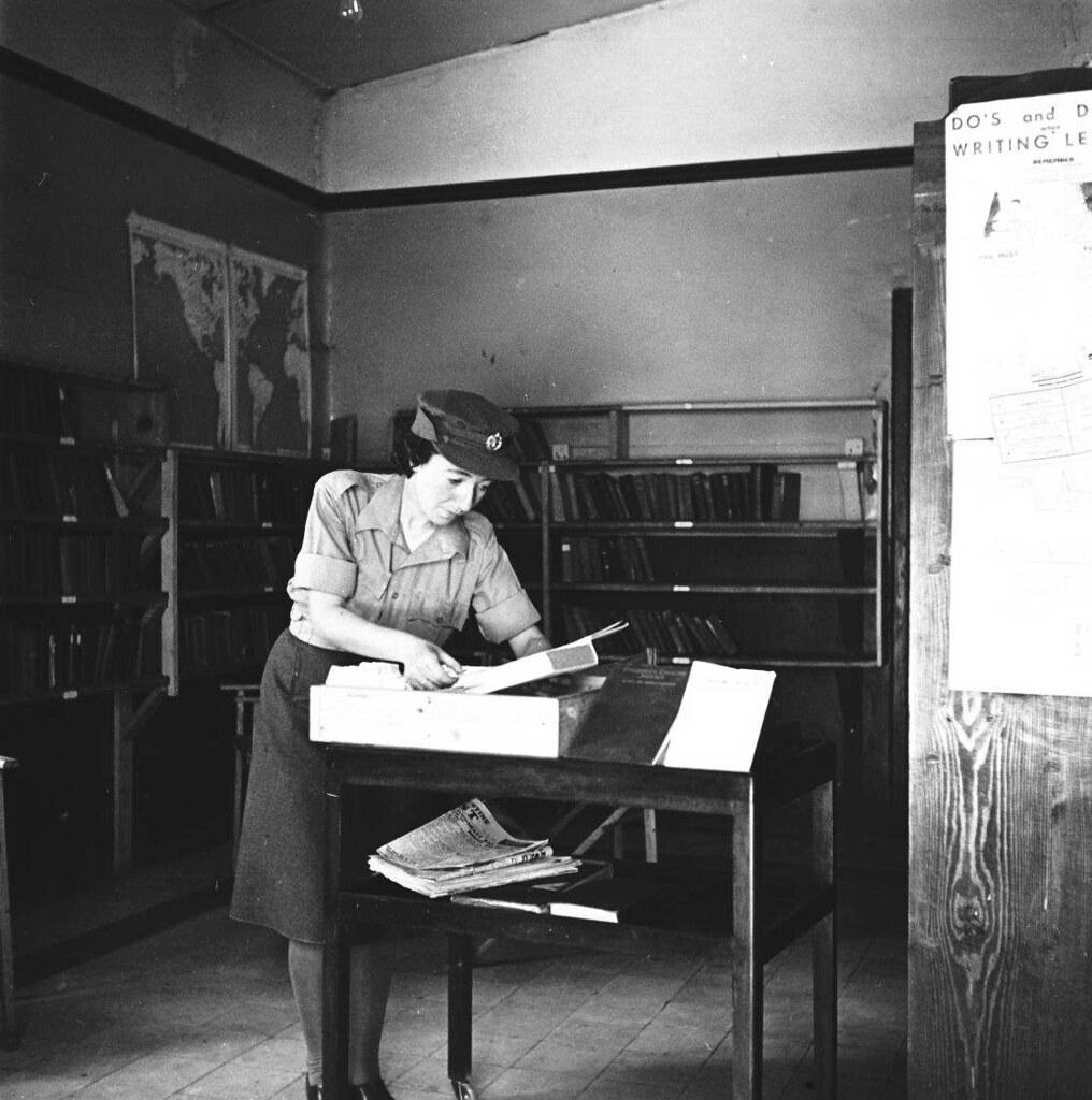 15. 1942. Вспомогательный женский корпус. Библиотека