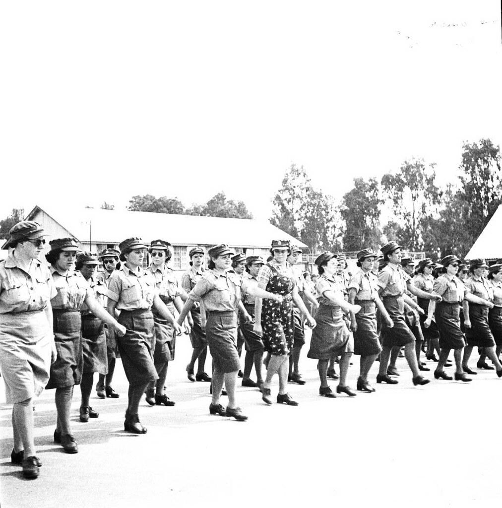 23. 1942. Вспомогательный женский корпус. В лагере