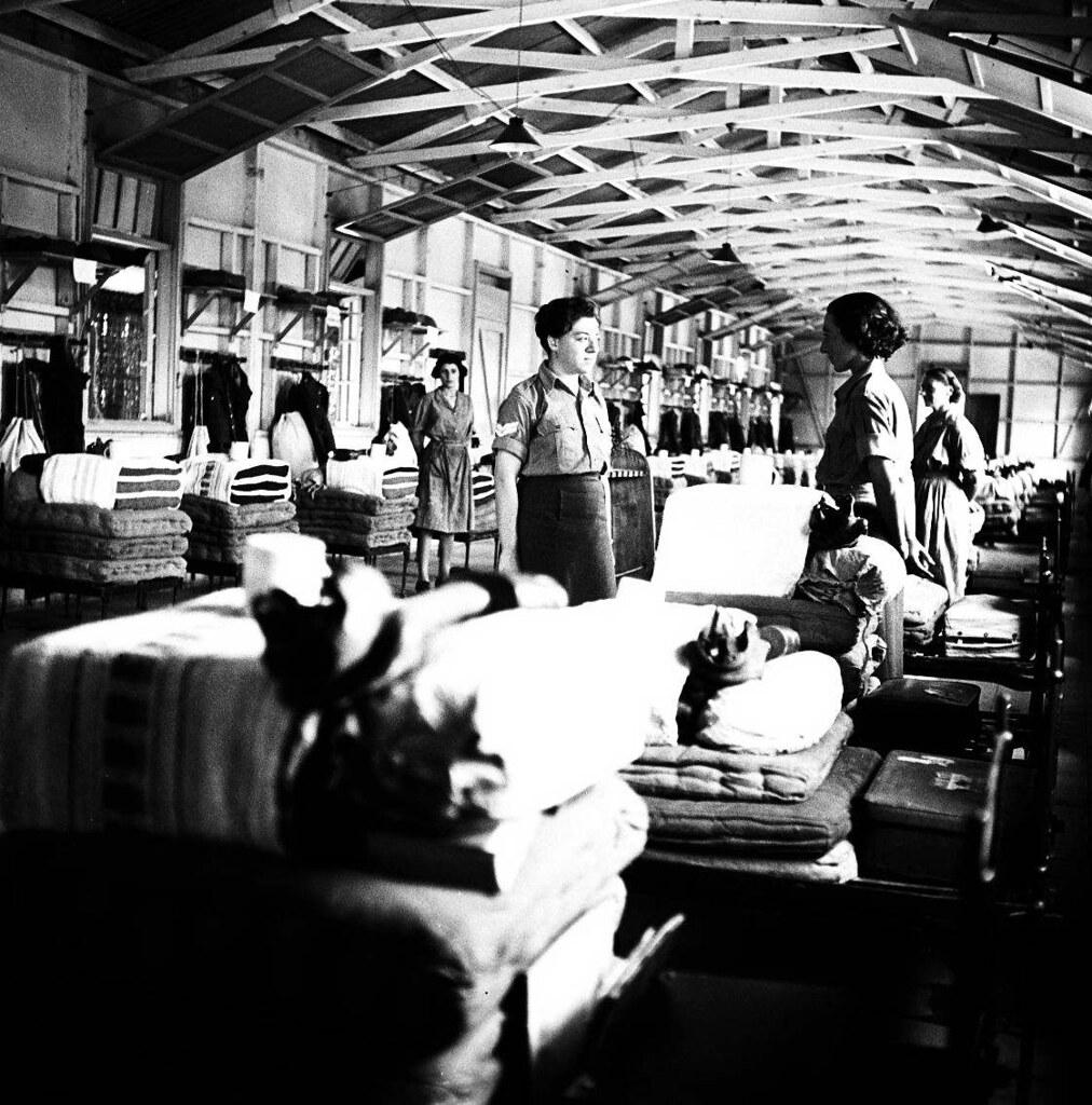 20. 1942. Вспомогательный женский корпус. В казарме