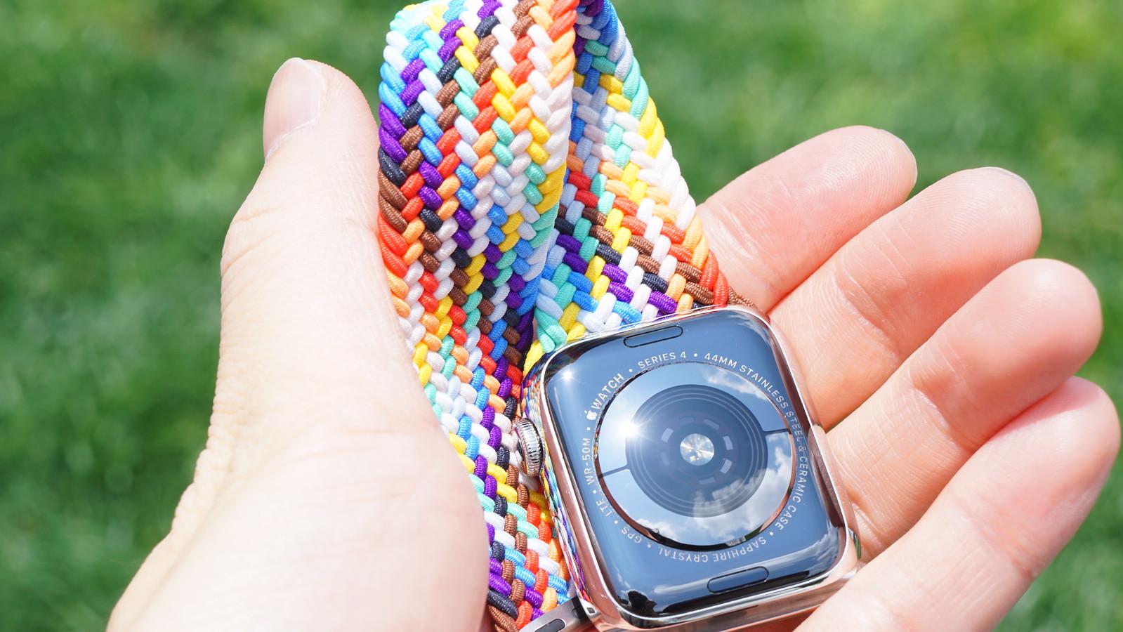 Apple Watch ブレイデッドソロループをレビュー