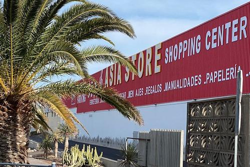 Cartel de la fachada de la nueva tienda de productos chinos en la zona industrial de Arinaga