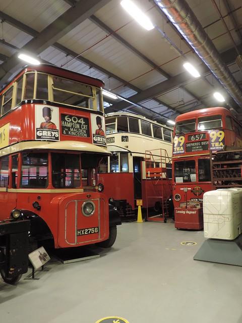 Trama, agus dà bhus-tràilidh, London Transport Museum Acton Depot