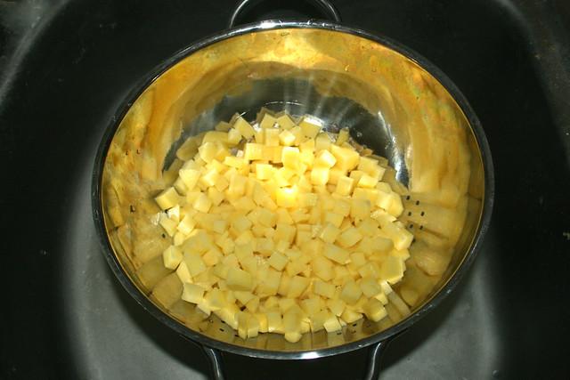 09 - Drain diced potatoes / Kartoffelwürfel abtropfen lassen
