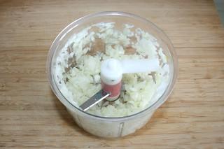 07 - Dice onion / Zwiebel würfeln