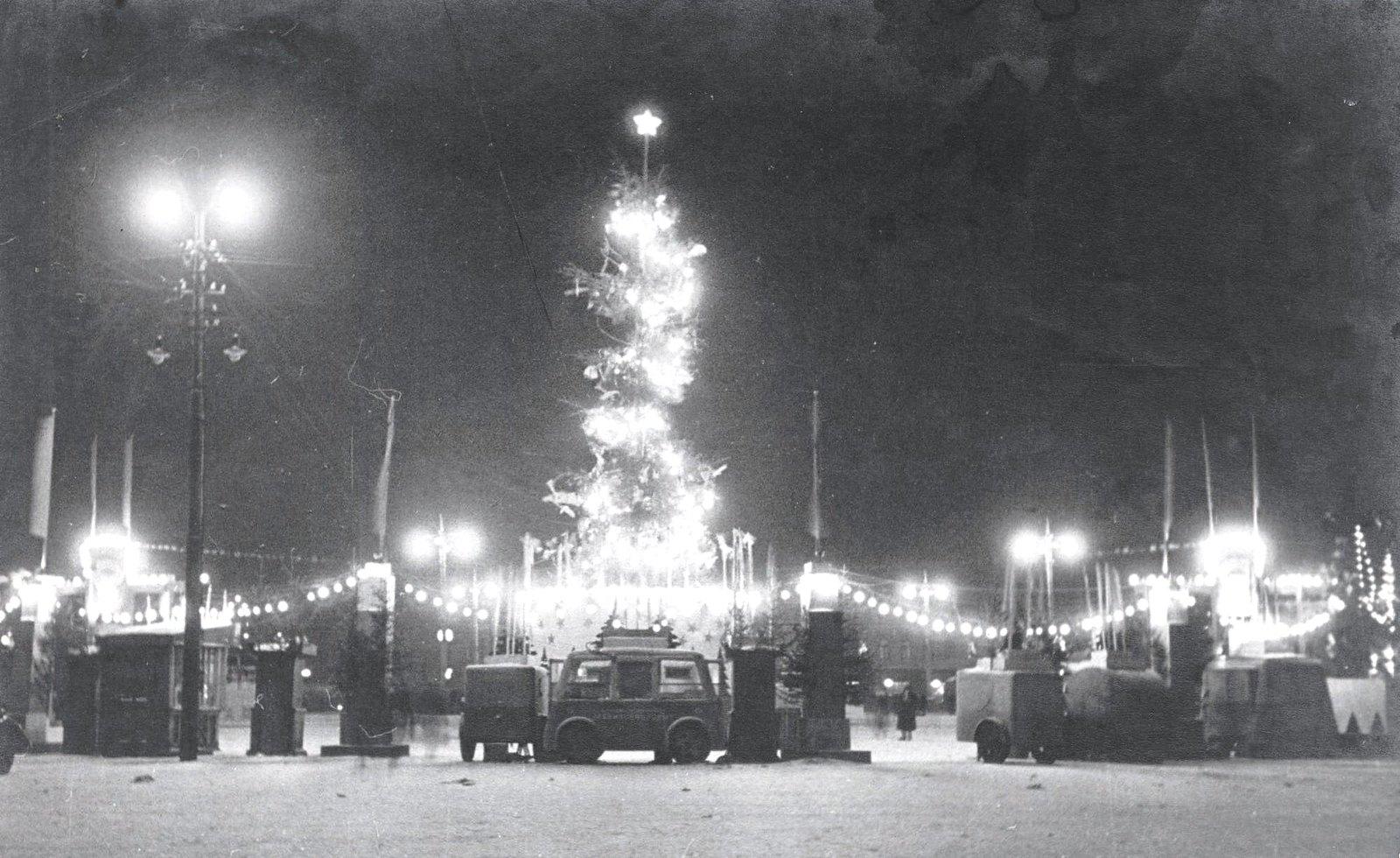 1950-е. Ночью на площади Пушкина