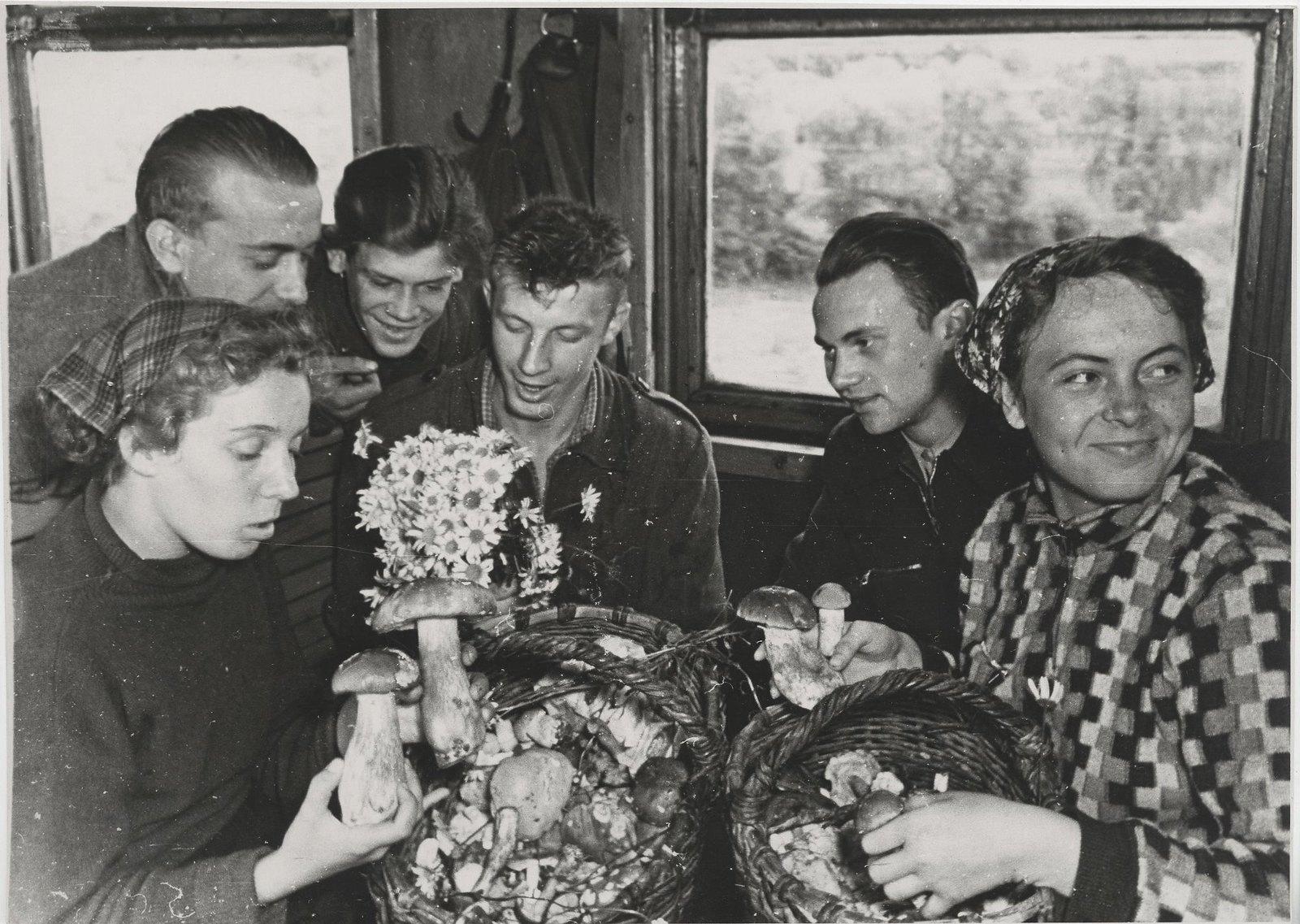 1950-е. В поезде