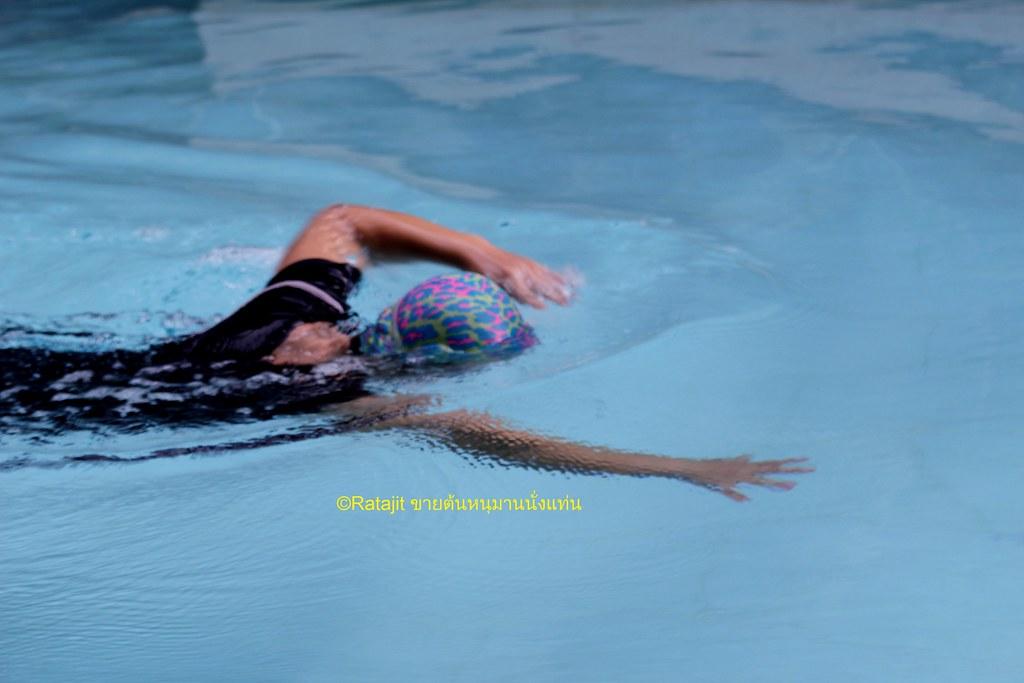 การว่ายน้ำ แรงดันน้ำเพื่อช่วยนวดหลัง
