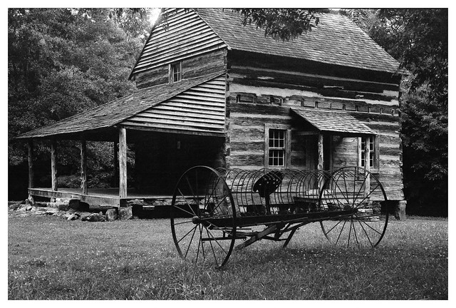 Historic Graham Cottage with Carriage
