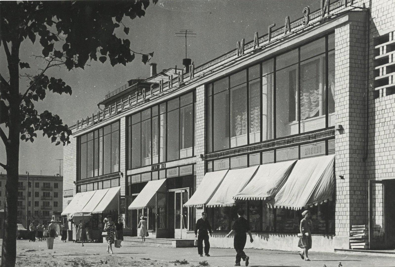 1950-е. Магазин на Хорошевском шоссе. Из серии «На окраинах Москвы»