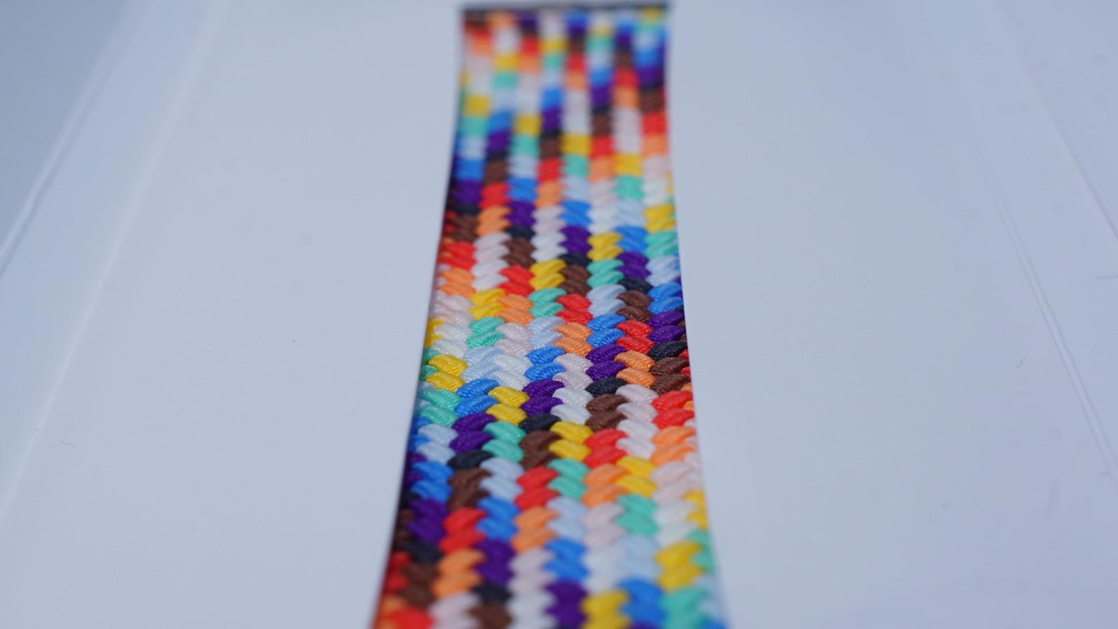 極細のシリコーン糸を織り込んだブレイデッドソロループ