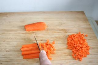 06 - Dice carrot / Möhre würfeln