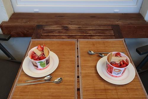 Spaghetti-Eis mit Erdbeeren (auf unserem Balkon)
