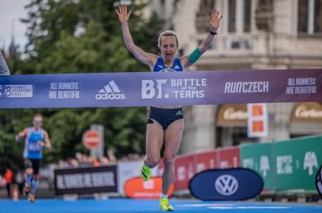 Fenomenální návrat Evy Vrabcové! V Praze jí utekl český rekord, ale jede do Tokia