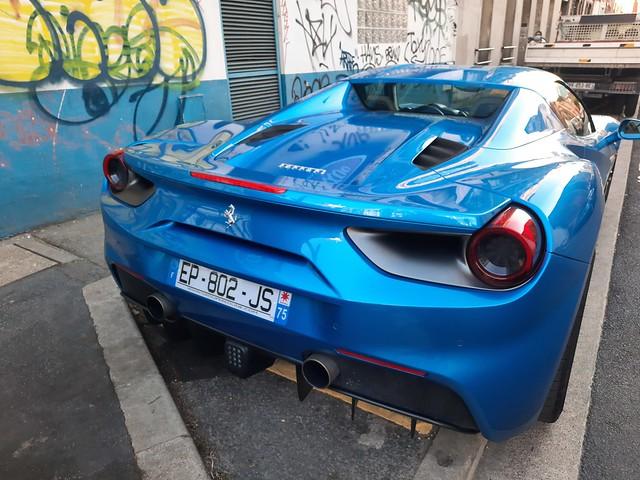 Ferrari bleu