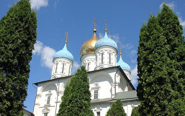 Holy Russia, Holy Moscow Architecture, Cupolas of Spaso-Preobrazhensky Cathedral of Novospassky Monastery, Krestyanskaya Square, Tagansky district. Православнаѧ Црковь.